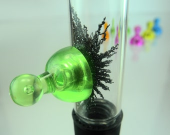 Crystals themselves grow magnetite laseen! Magnetic sand into glass with a neodymium magnet
