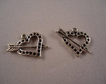 Set of 2 hearts pendants through 1 arrow
