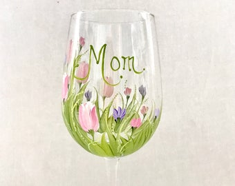 Free shipping Tulips hand painted personalized wine glass for grandma nana mom sister aunt friend cousin bridesmaid grandma sister in law