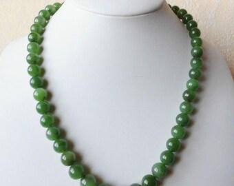 Precious stone Necklace nephrite Russ. Jade Necklace 9-11 mm beads 47 cm necklace