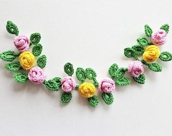 Mini crochet roses appliques with leaves Crocheted flowers Mini flower motif Crochet application Mini pink roses, 3d crochet flower Patches