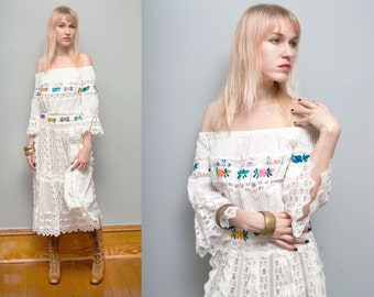 VTG 1970's White Lacey Floral Embroidered Off the Shoulder Mexican Ethnic Maxi Dress - M