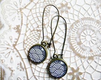 Earrings wave black white Japan sleeper hoops cabochons 12 mm diameter handmade