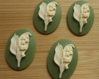 25mm x 18mm oval vertical resin cabochon of ivory lily of valley flower on green background 4 pc lot l