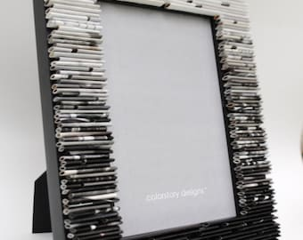 Ombre picture frame, black and white, 5x7 - made from recycled magazines, grey, white, black, gradient, home decor
