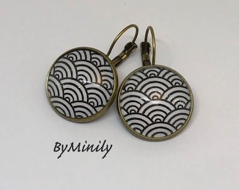 Round cabochons - Japanese waves - earrings - Asian - inspired black and white