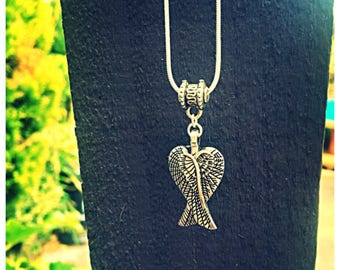 Beautiful Double Angel Wing Necklace. 925 Silver Plated Chain.