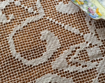 Filet Lace / Knotted Lace small vintage Supper Cloth