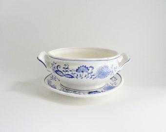 Vintage Arnart Blue Onion Gravy Sauce Boat Underplate Blue and White Scalloped Discontinued China