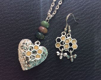 Bee and Honeycomb set Locket Necklace - agate beads