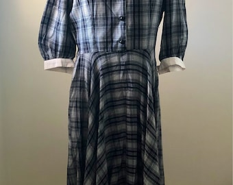 1950's Style Vintage Collared Dress size 10-12