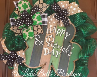 St. Patricks Day wreath, St. Patty's Day wreath. Irish wreath. St Patricks Day front door wreath. Wreaths for the front door. Shamrocks