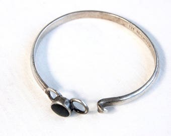 Mexican Bracelet Sterling Silver Black Resin Modern Hinged Bangle Vintage Jewelry Circle Disc Size Medium 6 .75