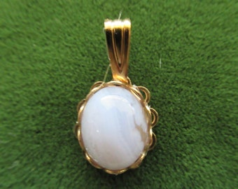 "1359 - 3/4"" x 3/8"" Vintage Setting 1980's OS Natural Blue and White Lace Agate with Hamilton Gold Plated Oval Pendant"