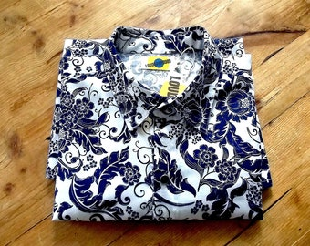 Handmade Man Long Sleeves Fitted Shirt in Pure Cotton  In Blue and White Pattern print