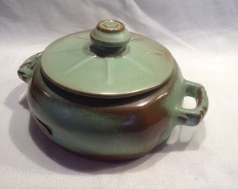 Frankoma pottery bean pot casserole dish with lid in prairie green color.