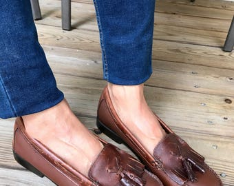 Vintage Classic Bass Woman's Fringe Loafers/Woman Size 8M/Brown Leather Loafers