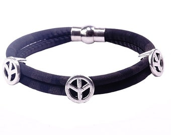 Bracelet with the peace symbol