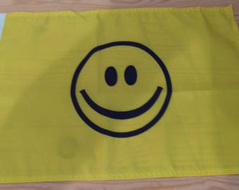 "SMILEY FACE FLAG - 45cm x 30cm - 18"" x 12"" -"