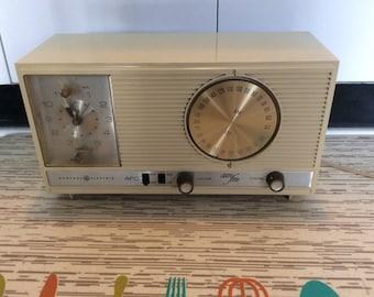 General Electic am fm AFC Radio with Clock/Vintage/ Retro