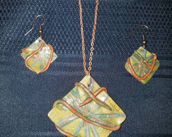 Abstract fall colors necklace and earrings.