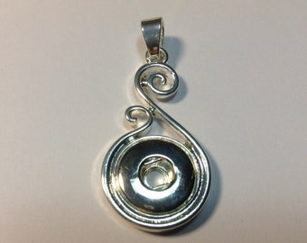 New! 12mm Silver Snap Scroll Pendant. Fits 12mm snaps..