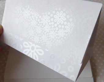 1 x pouch white 15x9cm flowers jewelry gift box