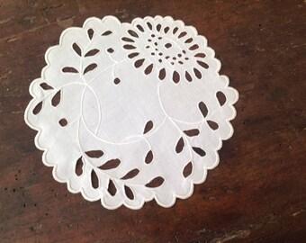 Doily vintage white, round, diameter 17cm