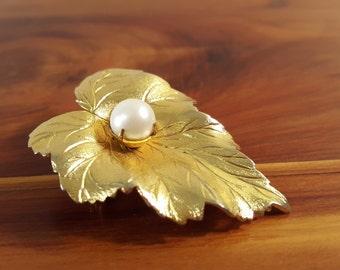 Sarah Coventry Goldtone Leaf Brooch