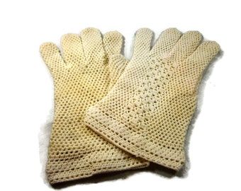 Ivory Cotton Hand Crocheted Gloves From the 1940's,  Wrist Length Gloves, Cotton Gloves, Bridal Gloves, Wedding Gloves, Fish Net Gloves