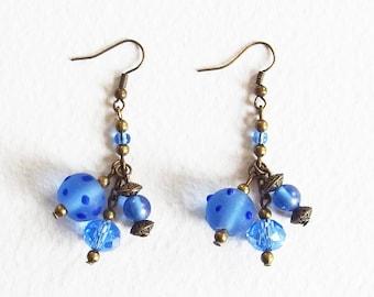 Boucles d'Oreilles - Petite Joie bleue - Perles de Verre, Lampwork, métal bronze - Bijou créateur, fait main, pièce unique