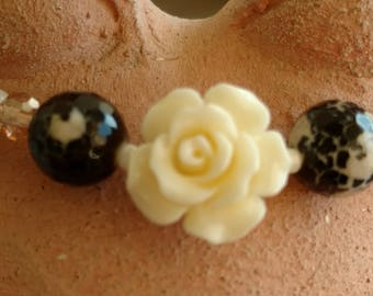 Elastic bracelet, mother of pearl and Agate