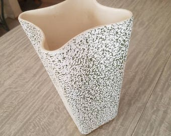 Mid Century Shawnee Vase. 1950's/1960's.