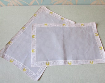 Pair of 1950s linen-like placemats, patterned border