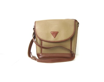 Vintage GUESS Purse Modern Cross Body Saddle Bag Purse 90s Basic Taupe Brown Simple Preppy Purse Crossbody Wallet Purse