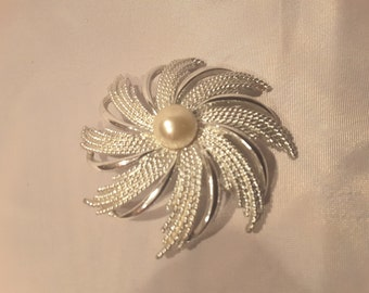 "SARAH COVENTRY BROOCH Vintage Silvertone Pinwheel ""Flower"" Faux Pearl Center 2  5/8"" 20% Off"