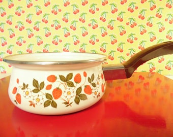 Vintage Sheffield Sauce Pot - Strawberries N Cream - 16 oz - Made In Taiwan