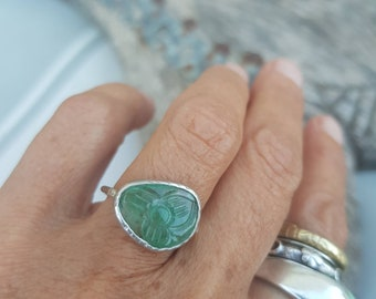 Carved emerald ring