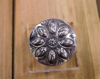 Gorgeous Sterling Silver Flower Ring Size 7.75