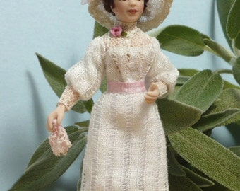 """1/24 porcelain doll, 2,75"""" Young LADY STYLE 1910"""