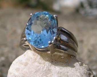 Oval 4.13 ct Blue Topaz Sterling Silver .925 Ring Free Sizing Free Shipping