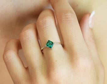 Emerald ring, Solitaire ring, Princess cut ring, Dainty ring, Delicate ring, Minimalist ring, May birthstone, Gemstone ring,Green stone ring