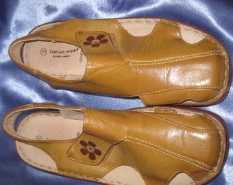 Leather Casual Shoes Leather tan sandals size 3 US 5UK 38Eu. 90's Daisy Shoe