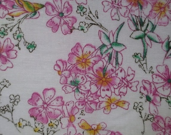 1 coupon of white flower pattern fabric pink 10x12cm 100% cotton
