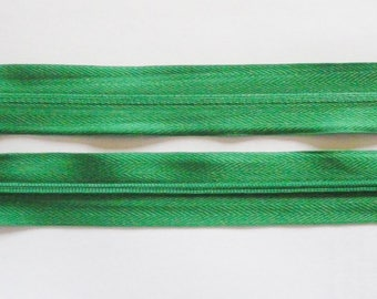 Zipper zips Green