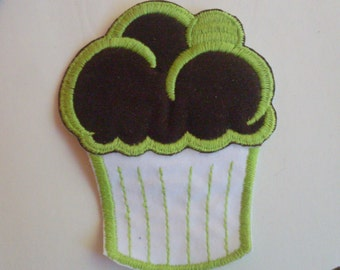 Large Cupcake  - 1970's Vintage Sewing Patch Applique
