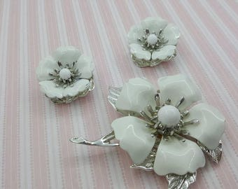 Sarah Coventry New Summer Magic White enamel Brooch and Clip earrings 1970 mint condition
