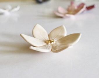 Belle Fleur Décorative en Céramique - Couleurs Lin /Or - Porte-Alliance,  Décoration Murale, Fleur à poser  ...