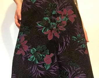 Unique Vintage High Waisted Dark Hibiscus Floral Themed Skirt // Extra Small