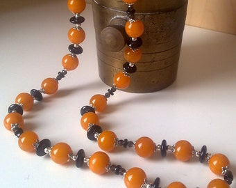 Amber and onyx necklace and bracelet.